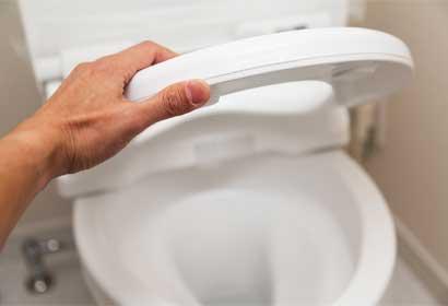 検尿カップをトイレ便器に落とした時の対処方法