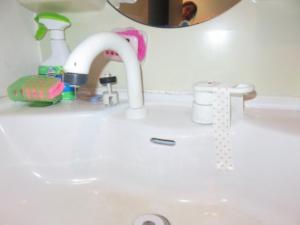 水漏れ修理前洗面